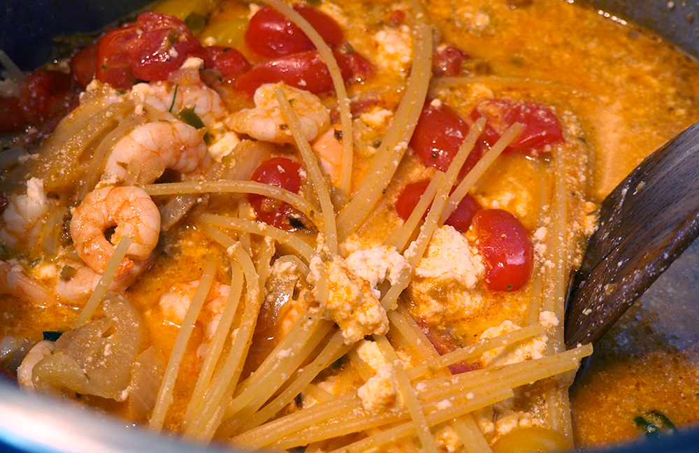 one-pot-pasta-crevette-03